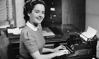 Secretary-typing-in-old-f-007